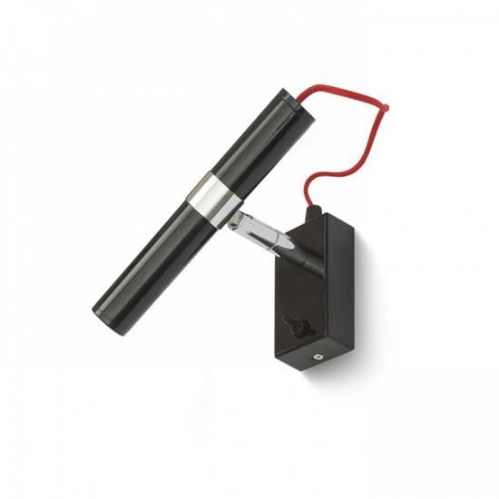 Επιτοίχιο φωτιστικό με δυναμικές λεπτομέρειες απο χρώμιο και κόκκινο υφασμάτινο καλώδιο. Έχει ενσωματωμένο LED.